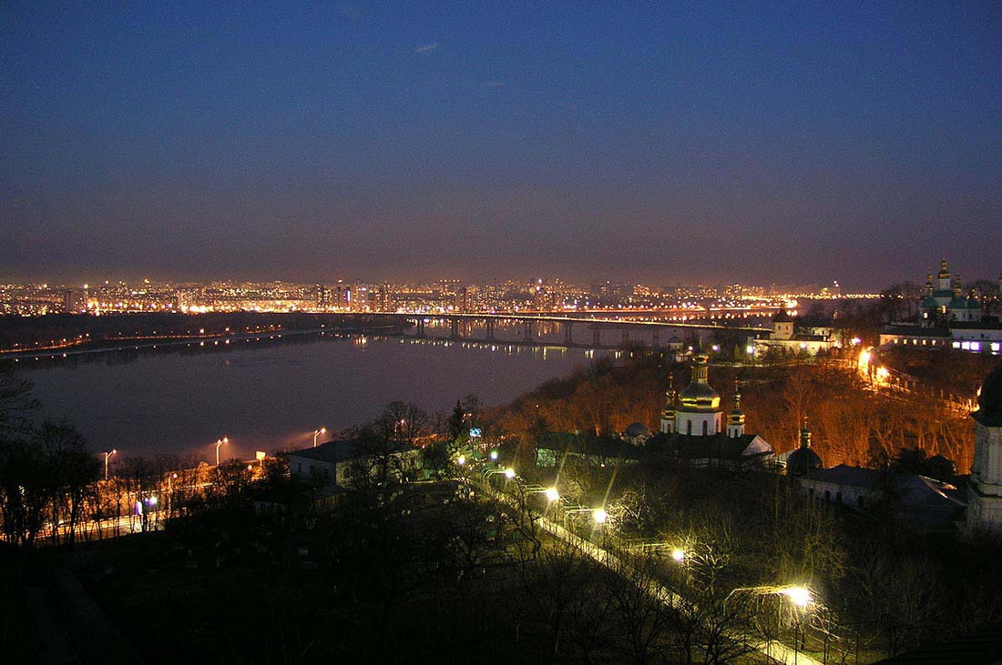Board tour - night view on the Dnieper