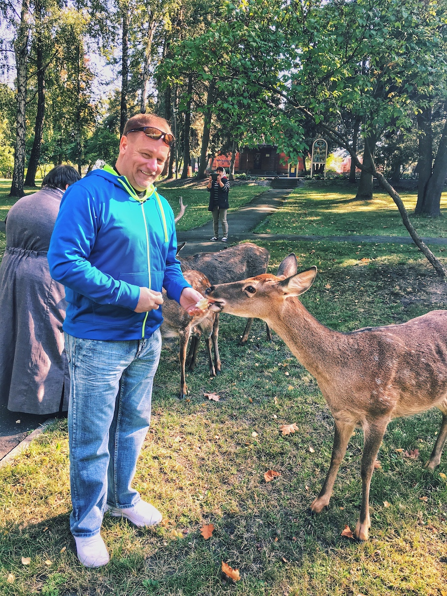 Ex-Presidents Residence tour with private guide Oksana - guest feeding animals in the zoo