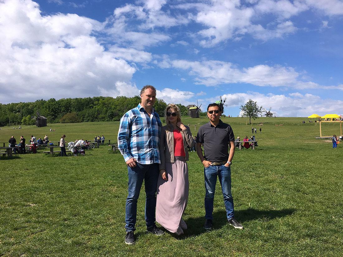 KievInsiders guests with Oksana - Pirohiv Park Tour